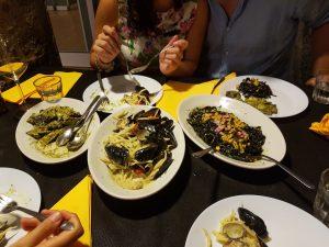 Pasta mit Muscheln in Genua